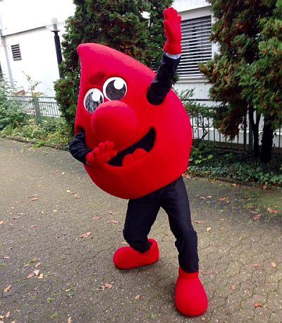 """""""Tröpfli"""", das Maskottchen des DRK-Blutspendedienstes"""
