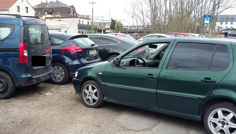 An einem geparkten Pkw kam das Auto des 18-Jährigen zum Stehen