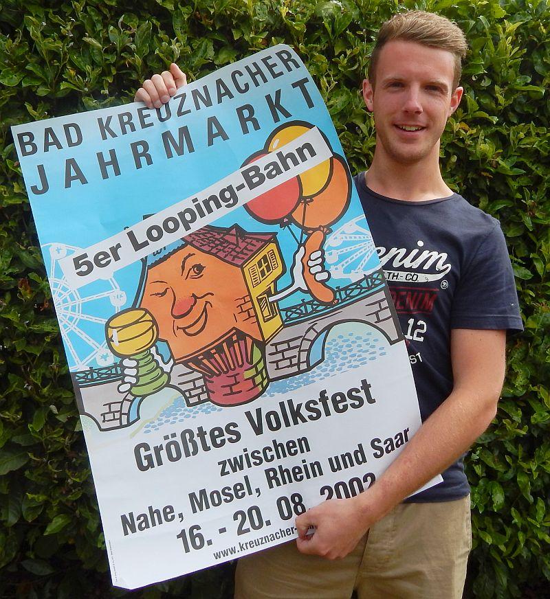 Christopher Müller mit Plakat