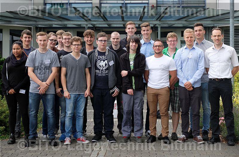 16 Auszubildende haben am 01. August 2016 ihren Ausbildungsweg bei der BITO-Lagertechnik Bittmann GmbH Meisenheim begonnen – 12 davon in einer dualen Ausbildung, vier im dualen Studium. (rechts im Bild: Alexander Ehrlich, Referent Personal/ Ausbildungsleiter)