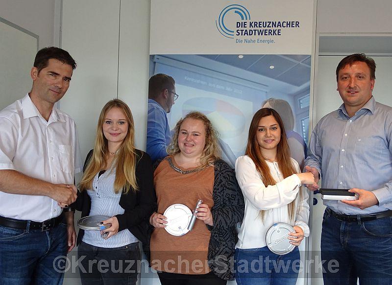 Von links: Marc Ulitzka, Denise Spreitzer, Laura Schupp, Kübra Günaydin und Alexander Kohn bei der kleinen Feierstunde