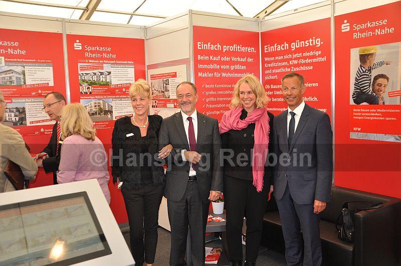 Sparkassen-Stand: Peters mit Mitarbeiterin Kerstin Merk