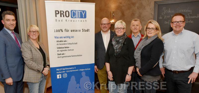 Der neue Vorstand von Pro City: (von links) Schatzmeister Thorsten Ackermann, Geschäftsführerin Dorothee Rupp, Heiko Messer, 2. Vorsitzende Anja Schneider, Gunter Martini, Christine Sutter sowie Vorsitzender Dirk Alsentzer. (Foto: KruppPresse)