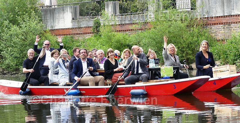 Bei der Bootstour auf dem Mühlenteich und auf der Nahe hatten die Gästeund Gastgeber ihren Spaß.