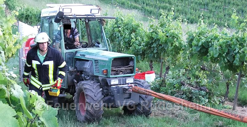 Traktor im Weinberg bei Kandel umgestürzt - Was ist zu tun?